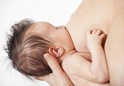 赤ちゃんに授乳