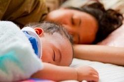 出産後の赤ちゃんとお母さん