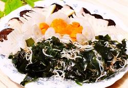 水溶性食物繊維を含む海草サラダ