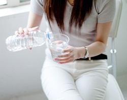 便秘の根本原因を解消する水分摂取